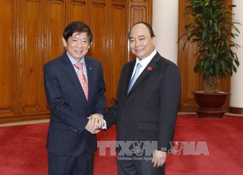 阮富仲与阮春福分别会见新加坡人民行动党主席许文远 hinh anh 2
