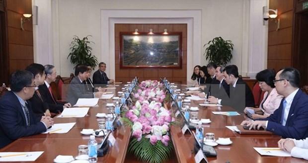 新加坡执政党人民行动党主席许文远对越南进行正式访问 hinh anh 1