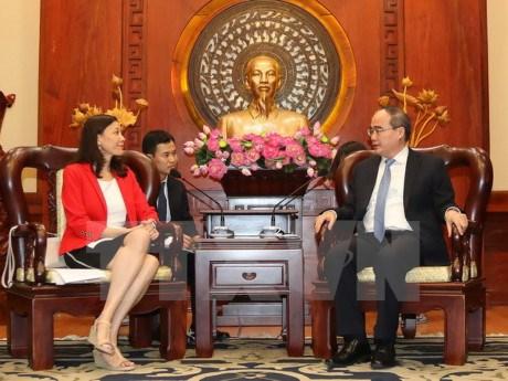 胡志明市与英特尔(越南)加强高技术人力资源培训领域的合作 hinh anh 1