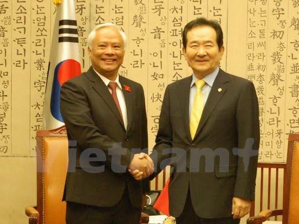 国会副主席汪周刘礼节性拜见韩国国会议长丁世均 hinh anh 1