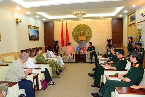 联合国工作代表团访问175号军医院 hinh anh 1