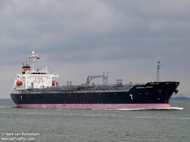 在越南平顺省海域搁浅的外籍货船脱困并被拖拽靠岸 hinh anh 1