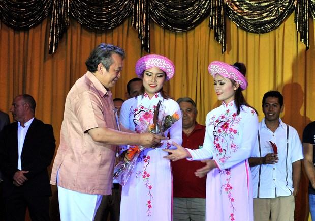 越南杂技团在古巴国际夏季杂技节获金奖 hinh anh 3