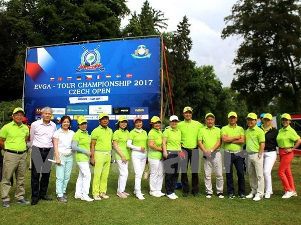 2017年越南与捷克高尔夫球公开赛 吸引欧洲和越南的315名球手参赛 hinh anh 1