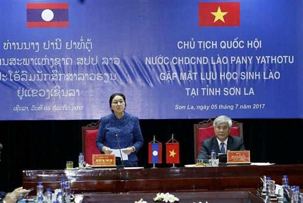 老挝国会主席巴妮会见在越老挝留学生 hinh anh 1