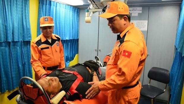 一名印尼籍晕厥船员获救 hinh anh 1