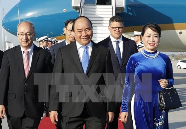 阮春福总理抵达法兰克福 开始对德国进行工作访问 hinh anh 1
