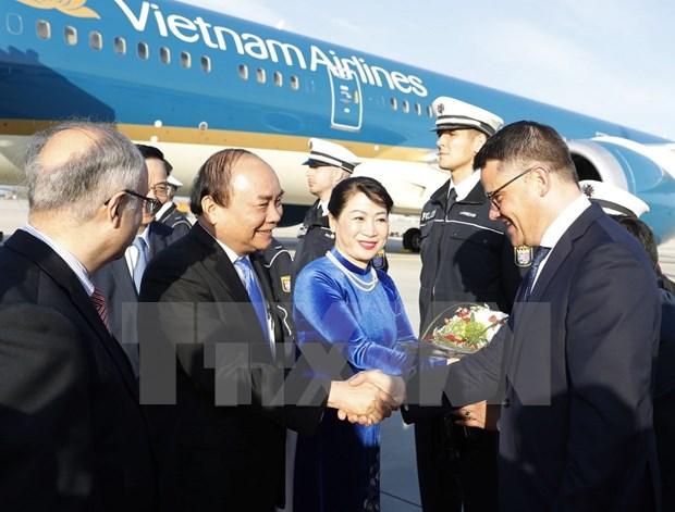 阮春福总理抵达法兰克福 开始对德国进行工作访问 hinh anh 2