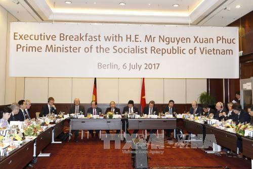 越南政府总理与德国一流企业家代表对话交流 hinh anh 1