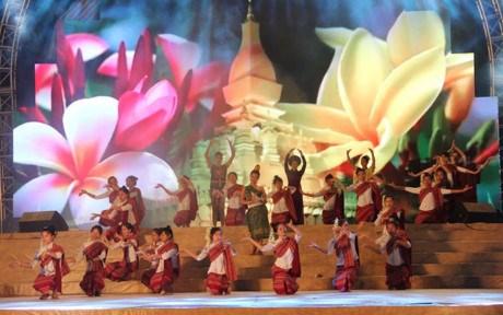 越老边境地区文化体育与旅游交流活动正式开幕 hinh anh 4