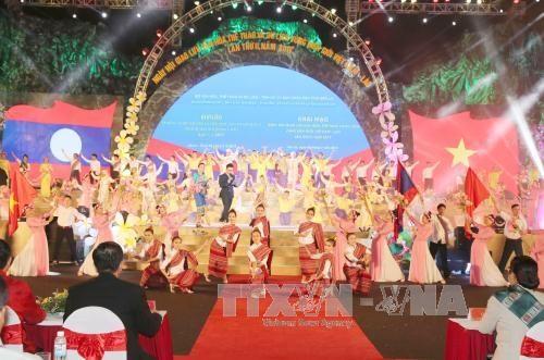 越老边境地区文化体育与旅游交流活动正式开幕 hinh anh 1