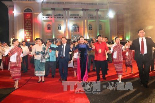 越老边境地区文化体育与旅游交流活动正式开幕 hinh anh 3