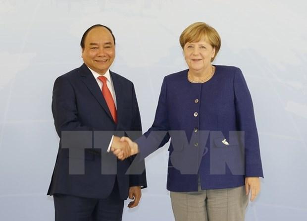 越南政府总理阮春福与德国总理安格拉•默克尔举行会谈 hinh anh 1