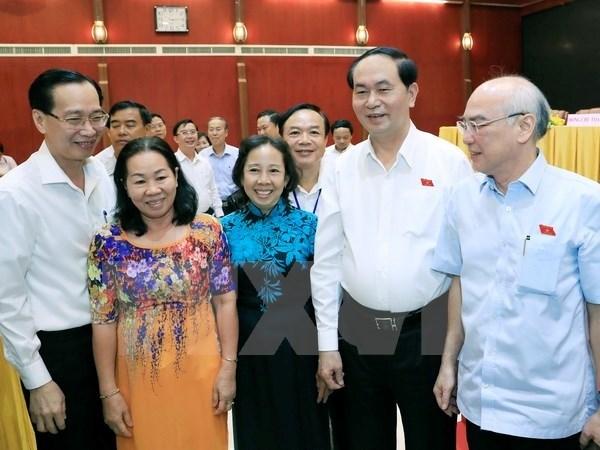 越南国家主席陈大光与胡志明市选民接触 hinh anh 1