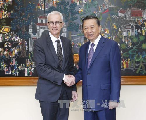 越南公安部与国际刑警组织加强合作 hinh anh 1