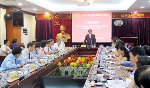 范明正会见越南新任驻外大使和总领事 hinh anh 1