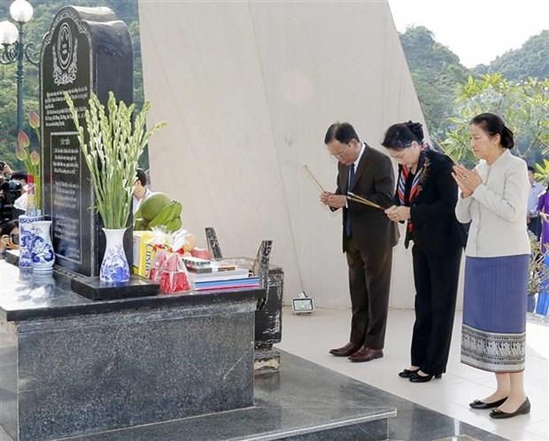越老两国国会主席前往西进52号团历史遗迹区敬香 hinh anh 1