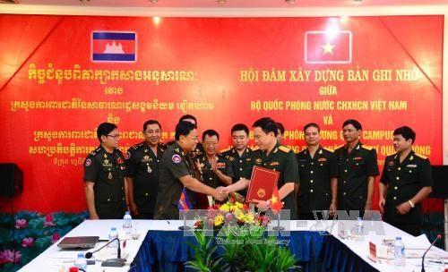 越南国防部与柬埔寨国防部加强军事与国防立法领域的合作 hinh anh 1