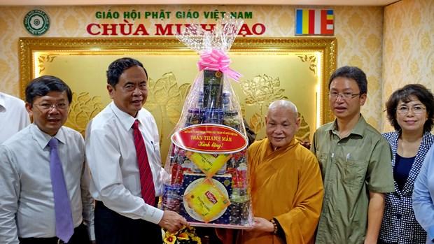 越南祖国阵线中央委员会主席走访胡志明市宗教神职人员 hinh anh 2