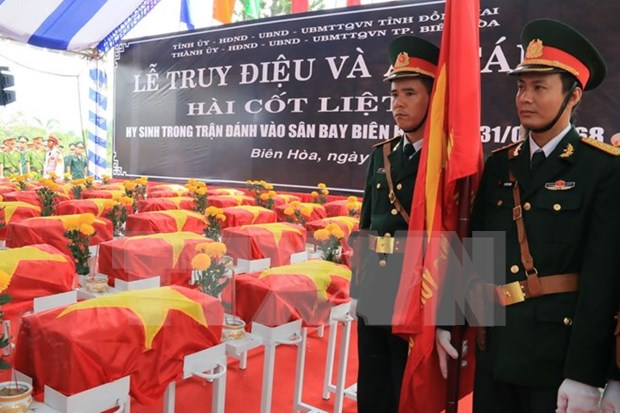 1968年在边和机场牺牲的英烈遗骸安葬仪式在同奈省隆重举行 hinh anh 1