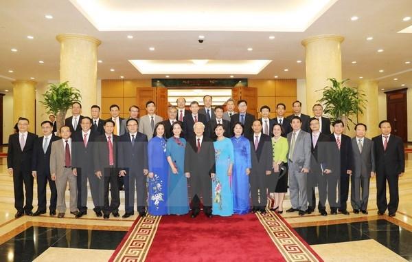 阮富仲总书记会见越南新任驻外大使和首席代表 hinh anh 1