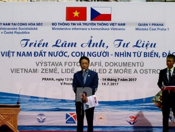 越南海洋岛屿图片展亮相捷克 hinh anh 1