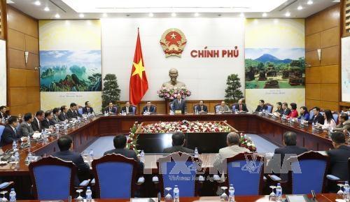 阮春福总理会见越南驻外大使和外交代表机构首席代表 hinh anh 1