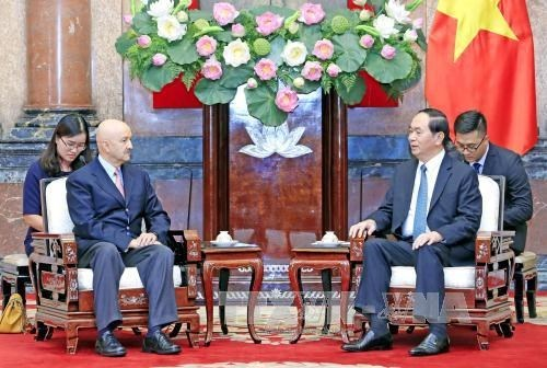 越南国家主席陈大光会见墨西哥前总统卡洛斯 hinh anh 1