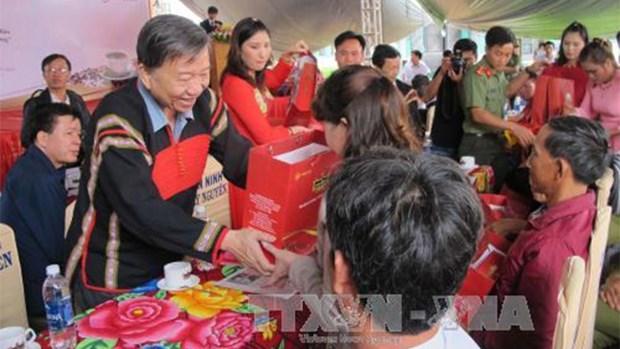 越南各阶层人民向抚优家庭表达感恩之心 hinh anh 1