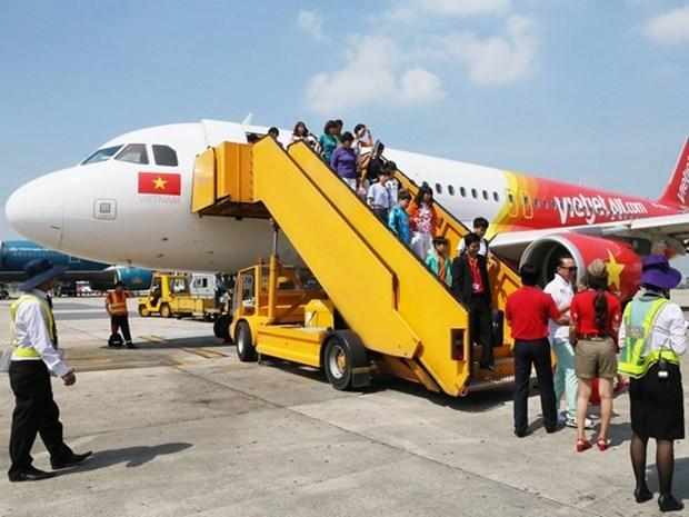 越南各家航空公司因遭第二号台风影响调整航班执行计划 hinh anh 1