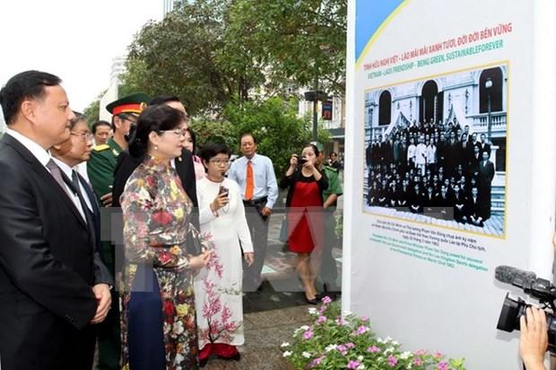 """""""越老-老越传统友谊与特殊团结""""展览会在河内举行 hinh anh 1"""