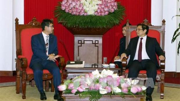 越共中央组织部部长范明正会见日本首相安倍晋三特别顾问 hinh anh 1