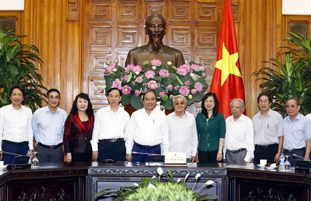 阮春福总理会见越南离退休教育工作者协会代表 hinh anh 2