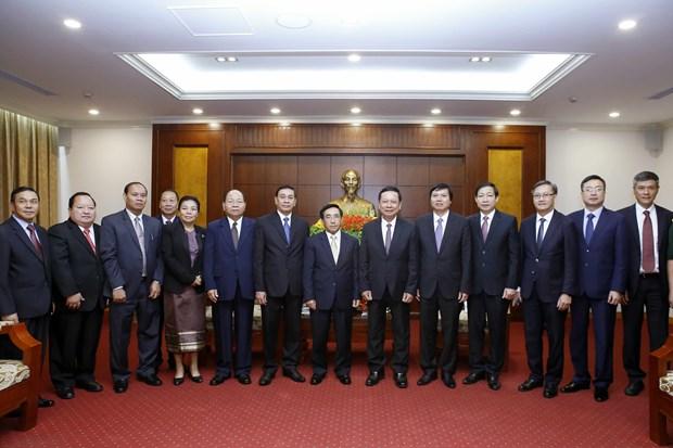 老挝高级代表团访问和平省 hinh anh 2