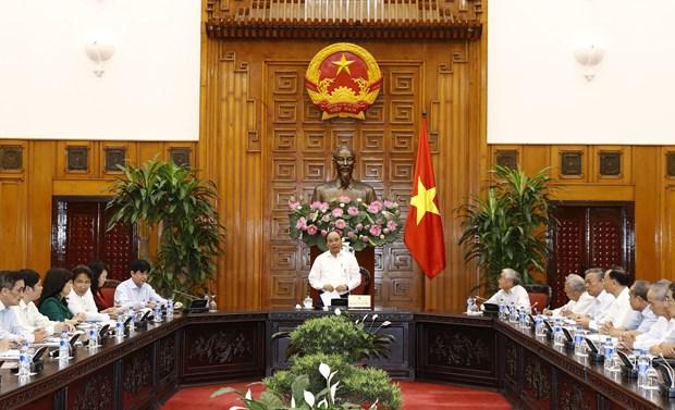 阮春福总理会见越南离退休教育工作者协会代表 hinh anh 1
