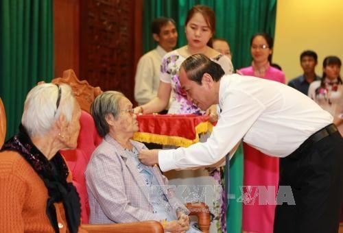 """得乐省向39位母亲授予和追授""""越南英雄母亲""""称号 hinh anh 2"""