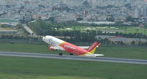越捷航空公司向股东支付近6450亿越盾的股息 hinh anh 1