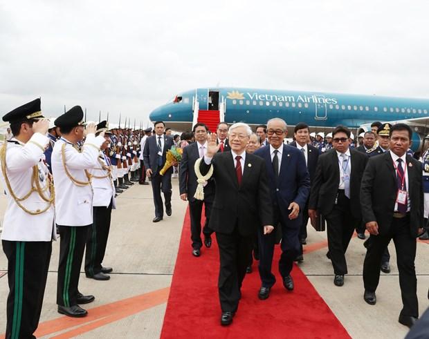 阮富仲总书记抵达柬埔寨首都金边 开始对柬埔寨进行国事访问 hinh anh 1