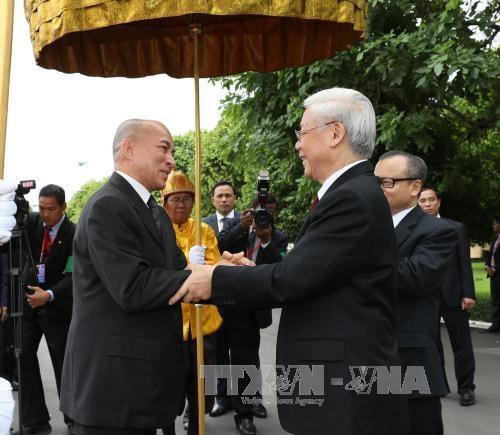 越共中央总书记一行访柬受到热烈欢迎 hinh anh 3