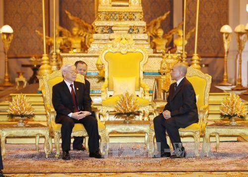 越共中央总书记一行访柬受到热烈欢迎 hinh anh 4