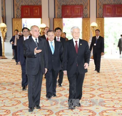 越共中央总书记一行访柬受到热烈欢迎 hinh anh 2