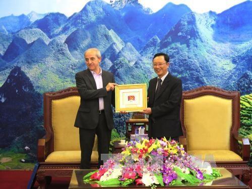 意大利共产党高级代表团对越南河江省进行工作访问 hinh anh 2