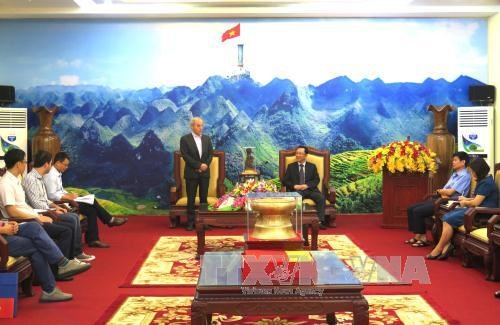 意大利共产党高级代表团对越南河江省进行工作访问 hinh anh 1
