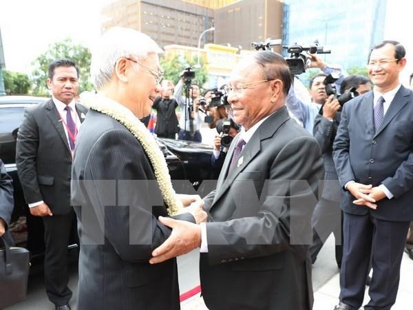 越共中央总书记阮富仲会见柬埔寨国会主席韩桑林 hinh anh 1