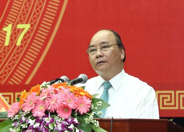 政府总理阮春福在广南省出席模范革命有功者表彰大会 hinh anh 2
