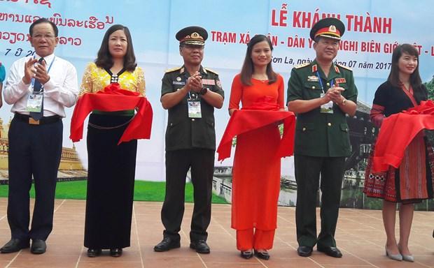 第一届越老边境友谊交流活动:两国举行诸多富有意义的活动 hinh anh 2