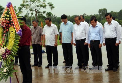 越南伤残军人与烈士日70周年:政府领导开展走访慰问和知恩报恩活动 hinh anh 2