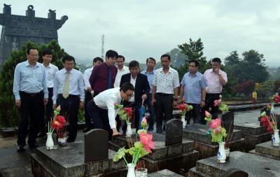 越南伤残军人与烈士日70周年:政府领导开展走访慰问和知恩报恩活动 hinh anh 1