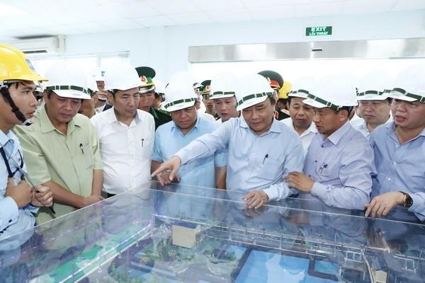 越南政府总理阮春福视察台塑河静钢铁厂废水处理设施和生产线 hinh anh 2