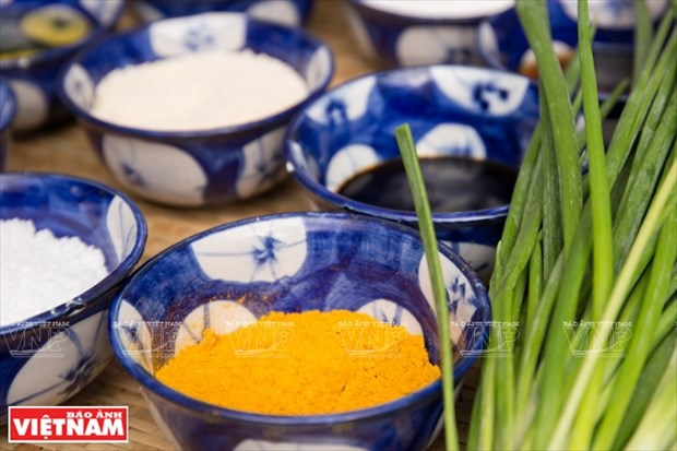 越南美食:姜黄焖虾虎鱼 hinh anh 4